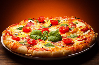 مردی که ۲۵ سال به غیر از پیتزا چیز دیگری نخورده است (+تصاویر)