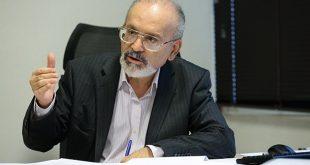اقتصاددان: سقوط ۳ برابری ارزش پول ملی نتیجه سودهای ۲۷ درصدی بانکهاست