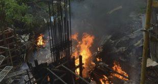 سقوط هواپیما در هند با 6 کشته (عکس)