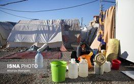 زندگی دشوار زلزلهزدگان در تابستان گرم سرپل ذهاب