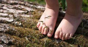 پابرهنه بودن در طبیعت موجب بهبود مهارت های حرکتی کودک می شود