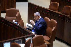 نتانیاهو اوقات بیکاری خود را در پارلمان اسرائیل چطور پر میکند؟