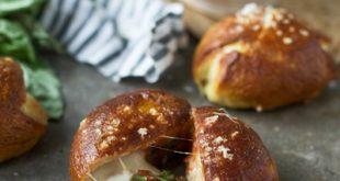 طرز تهیه نان مارگاریتا با پنیر موزارلا