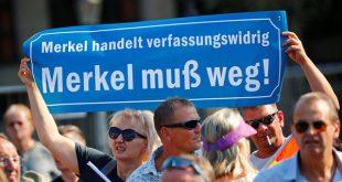 معترضان ضد مرکل: برو گمشو!