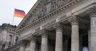 آلمان: هنوز درباره بازگرداندن ۳۰۰ میلیون یورو پول نقد به ایران تصمیم نگرفتهایم