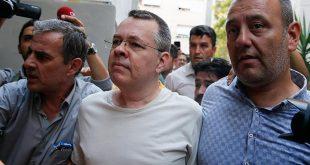 کاردار آمریکا در آنکارا با کشیش زندانی در ترکیه دیدار کرد