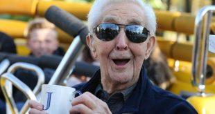 مردی 106 ساله رکورد زیپ لاین سواری را شکست