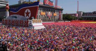 جشن پایکوبی مردم کرهشمالی در ۷۰ سالگی کشورشان