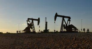 کاهش قیمت نفت درپی امیدواری به معافیت از تحریمهای آمریکا