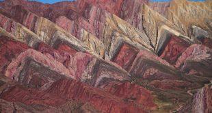 کوههای رنگین کمانی در عکس روز نشنال جئوگرافیک