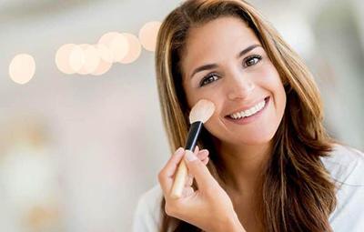 Photo of ترفندهای آرایشی برای خانمهایی که به آلرژی فصلی دچارند