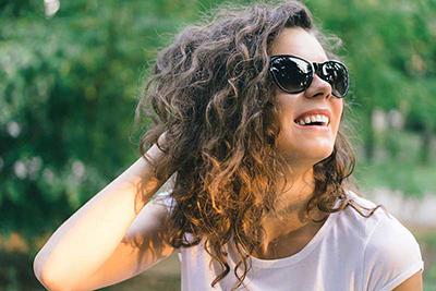 موی فر دارید؟ چند نکته کلیدی برای مراقبت از موهای فر که باید بدانید