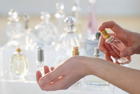 روش هایی برای طولانی کردن بوی عطر