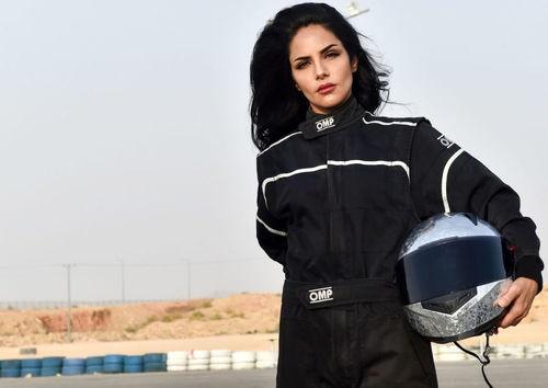 راننده زن سعودی در مسابقات رانندگی (+تصاویر)