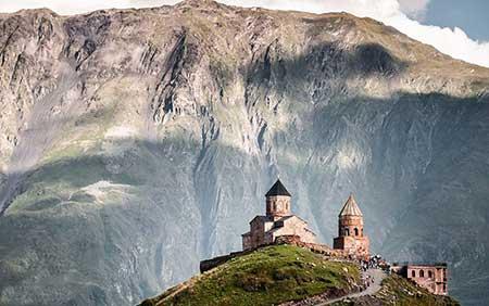 کلیسای ترینیتی گرگتی در گرجستان (+تصاویر)