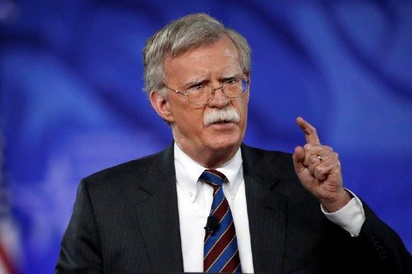 بولتون: آمریکا به دنبال یافتن نفت جایگزین برای خریداران از ایران است